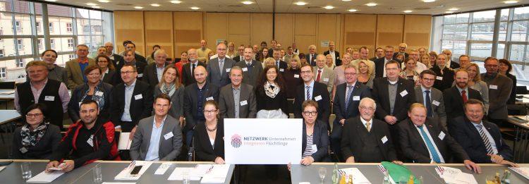 Das Regionalnetzwerk Unternehmen integrieren Flüchtlinge in Mainfranken begrüßt über 100 Teilnehmende zur Auftaktveranstaltung.